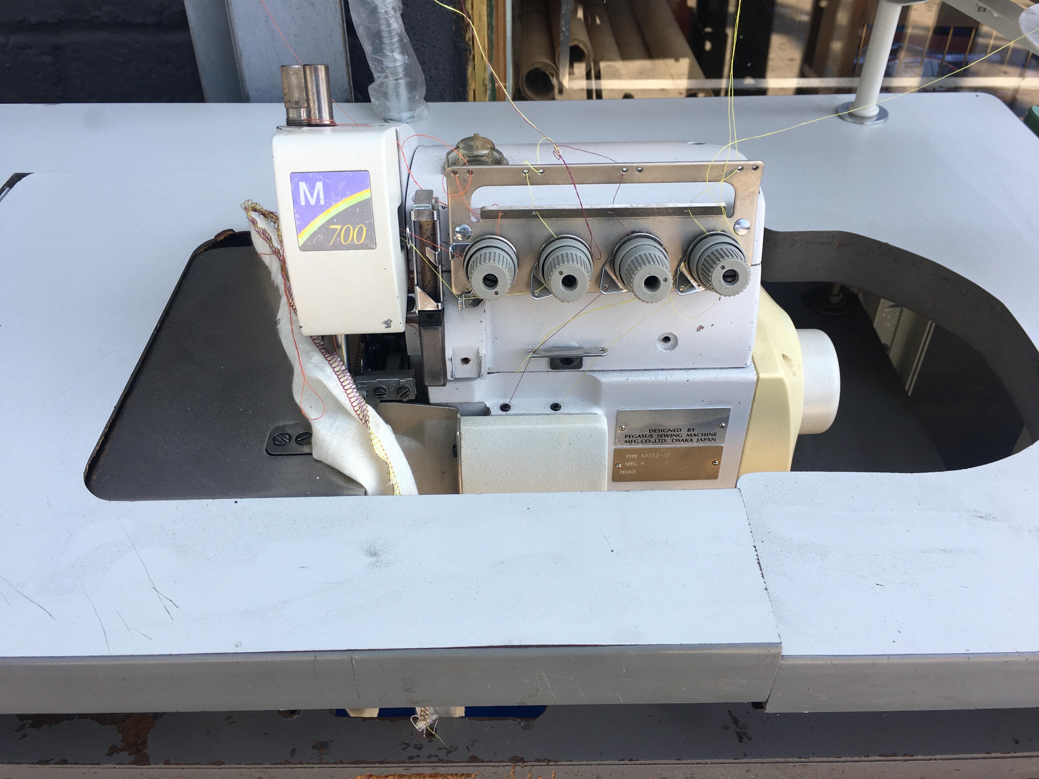 Pegasus M 700 M 752 17 Serger Overlock Sewing Machine